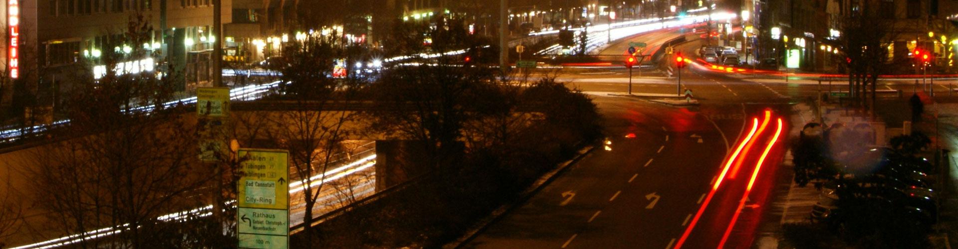 Stuttgarter Straße bei Nacht (Bild: flickr.com/Martin Abegglen CC BY-SA).