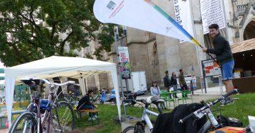 Die Mobilitätsschule am Parking Day in Stuttgart vor der Kirche St. Maria.